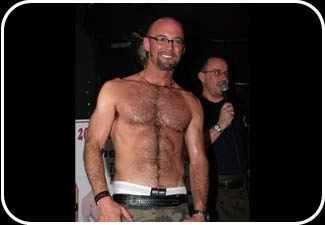gallery_mike_chest2006